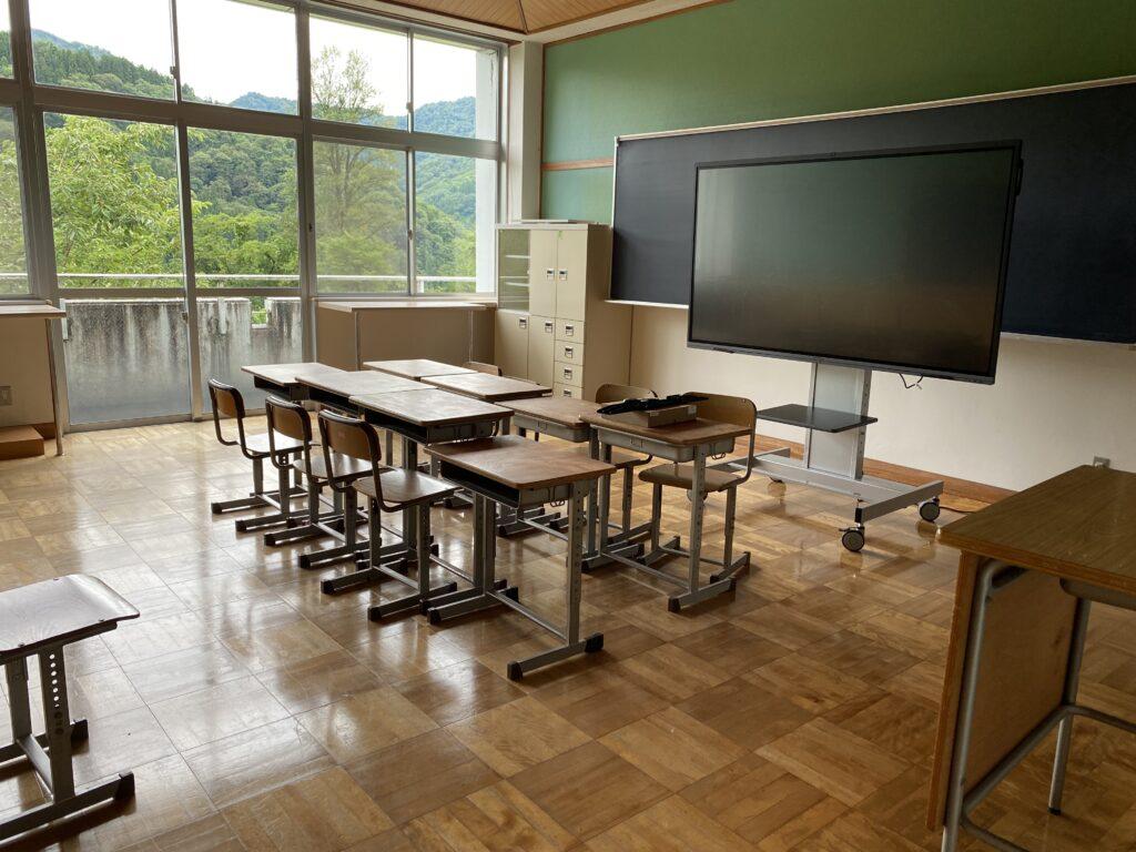 富山県 KOTELO(旧立山芦峅小学校)オンライン会議設備